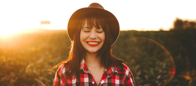 Guia da Alma - Meditação Medite menina sorriso felicidade