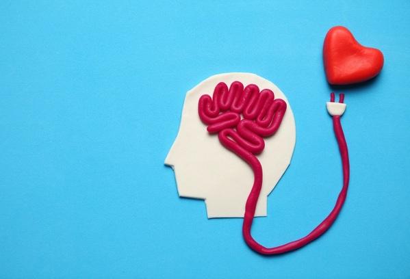cérebro+coração: foto conceito de saúde mental do trabalhador