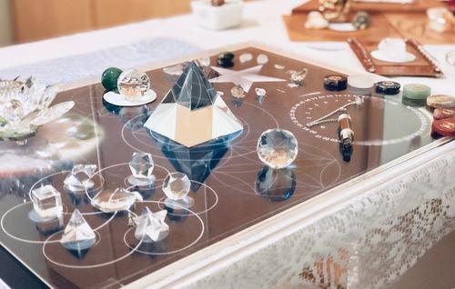 guia-da-alma-terapeuta-perfil-regia-prado-curso-mesa-rede-cristalina-mesa-quantica-radionica-portugal