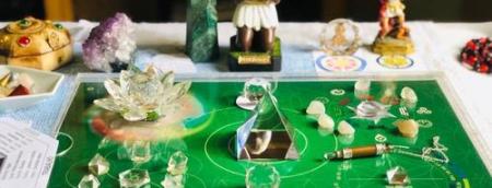 guia-da-alma-terapeuta-perfil-regia-prado-curso-online-mesa-radionica-de-ambientes-rp-verde