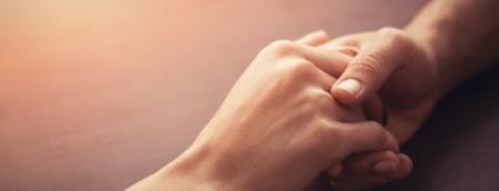 mãos dadas em sessão de thetahealing são paulo
