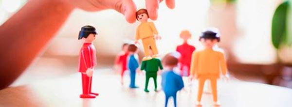 sessão de constelação familiar individual com bonecos