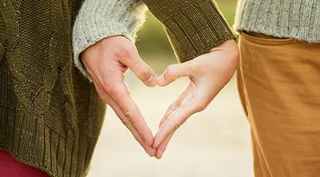 ordens do amor - constelação familiar - equilíbrio entre dar e receber representada por mãos formando coração