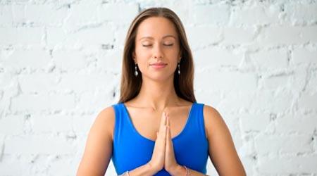 Mulher em Namaste: Satisfação em ser Terapeuta