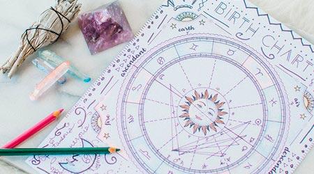 astrólogo desenhando mapa astral completo