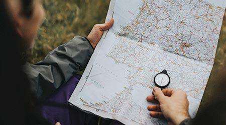 Mapa na mão com direção: qual o seu propósito de vida profissional neste momento?