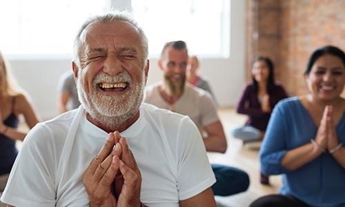 aulas de yoga do riso - santosha