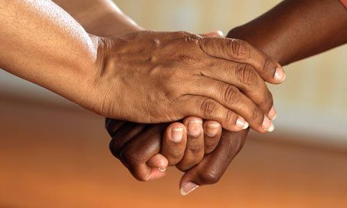 leis espirituais do sucesso: lei da doação - mãos dadas