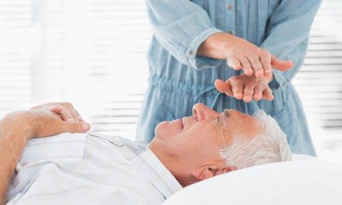 sessão de reiki em idosos para depressão e ansiedade