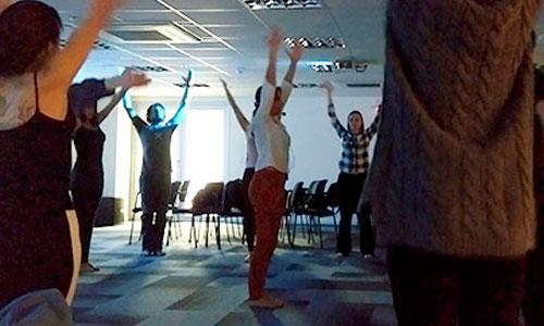 Guia da Alma levando yoga nas empresas - Florianópolis - Resultados Digitais