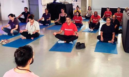 Guia da Alma levando yoga nas empresas - Primi