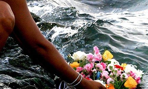 oferença flores a iemanjá