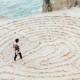 lei do retorno - karma - causa e efeito - foto conceitual de labirinto
