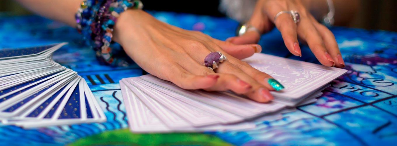 terapeuta tirando tarot hoje: carta do dia