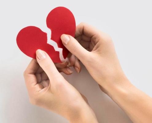 como superar um relacionamento tóxico? coração quebrado