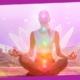 meditação guiada para relaxar e equilibrar energia - mulher com chakras dentro de lótus