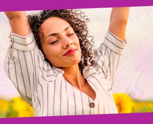 meditação para um dia positivo - mulher com girassóis